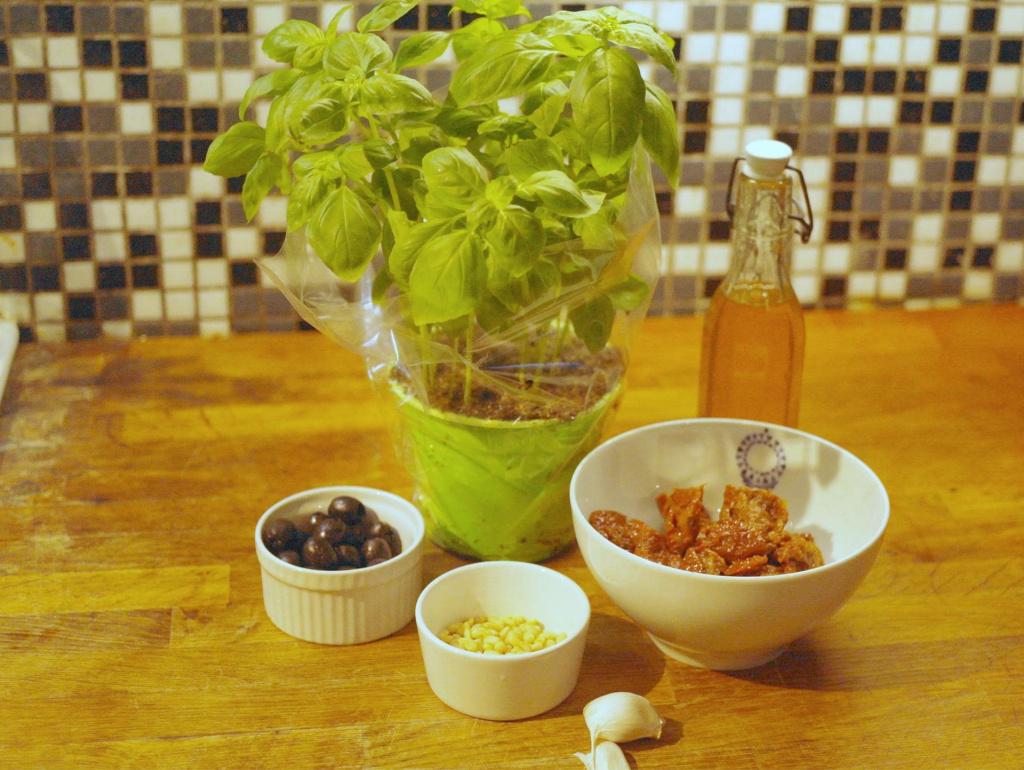 Zutaten Tomaten-Oliven-Pesto